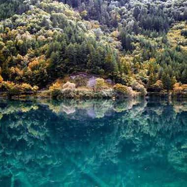 Mirror lake at Jiuzhaigou